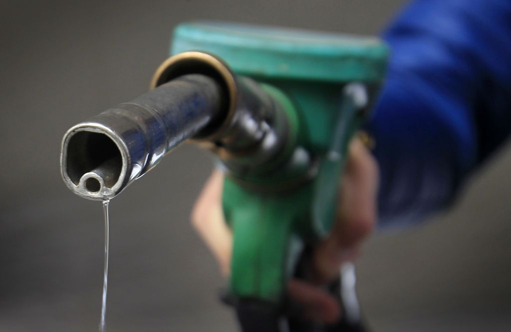 Dizel in 95-oktanski bencin jutri cenejša