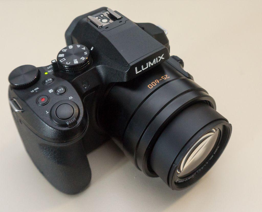 Panasonic fz300: Velik zum, ogromno možnosti, a premajhno tipalo