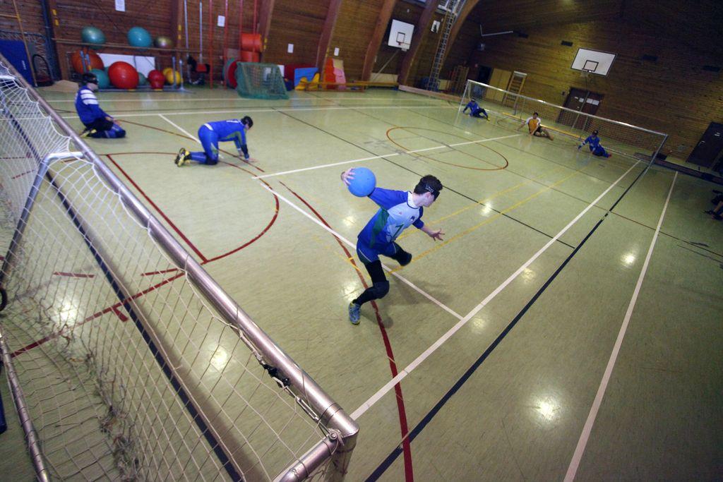 Slepi vržejo žogo večinoma natančneje kot slabovidni