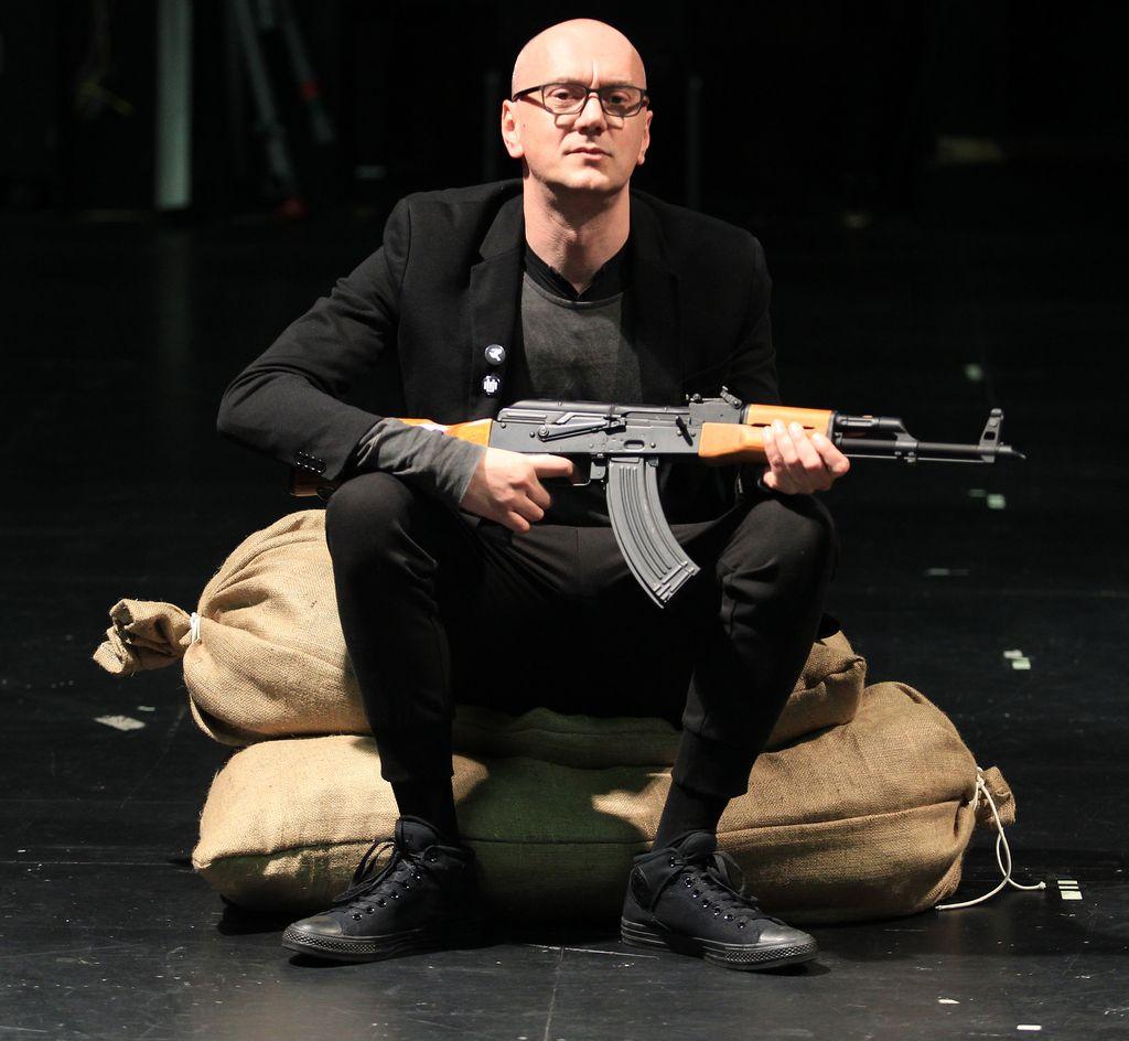 Je Frljićevo gledališče del problema ali rešitve?