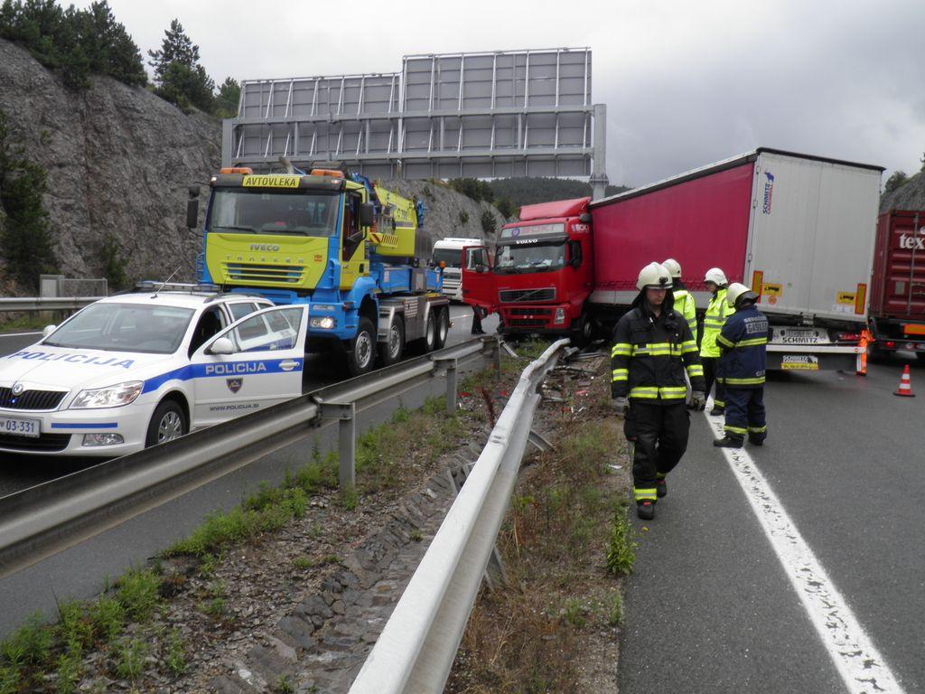 Štajerska avtocesta zaprta zaradi nesreče