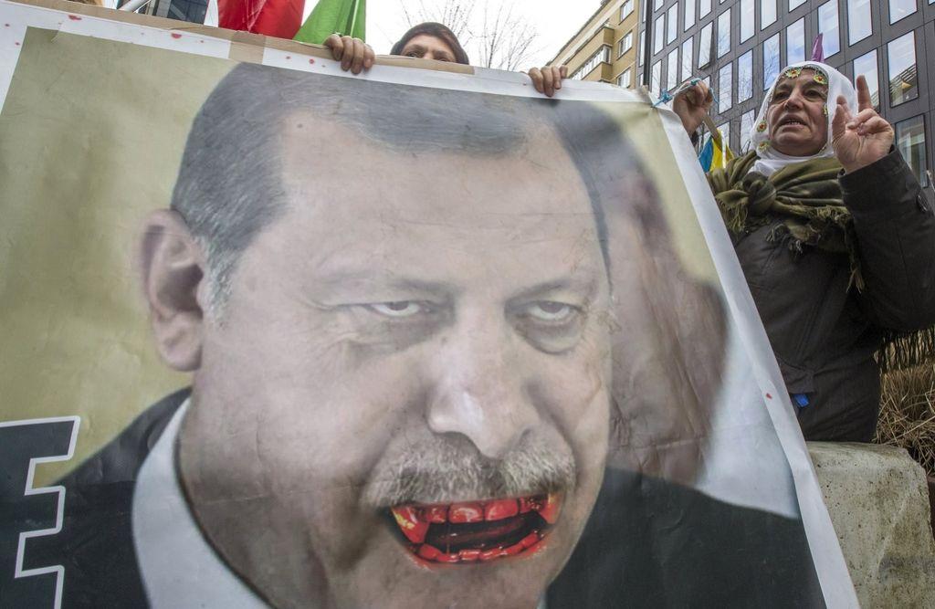 Kratkovidno evropsko bratenje z vse bolj avtoritarno Turčijo