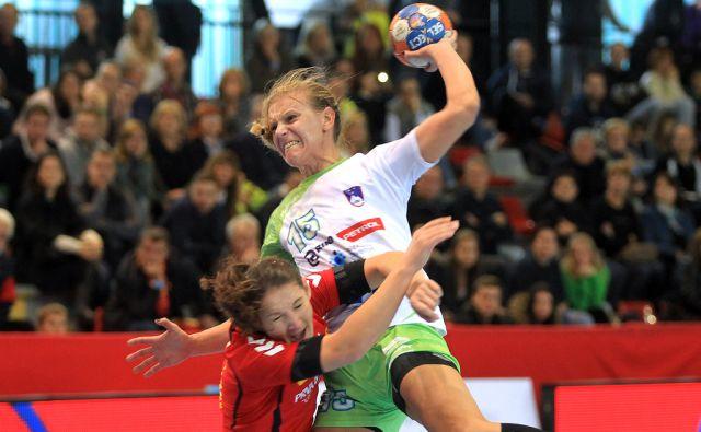 Rokometna tekma ženske kvalifikacije med Slovenijo in Črno Goro 11.oktobra 2015 [šport,rokomet,ženske,Slovenija,Črna Gora]