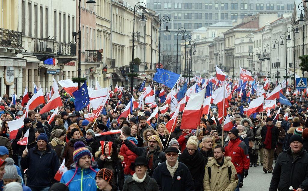 Na protivladnih protestih v Varšavi 50.000 ljudi