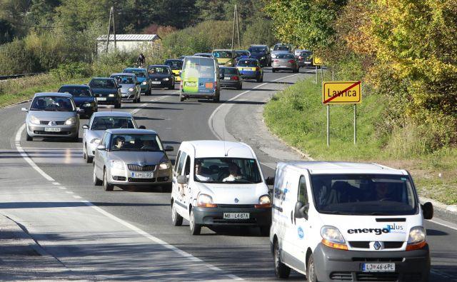 Vsakodnevni zastoji na dolenski cesti v Lavrici, 17. oktobra 2013