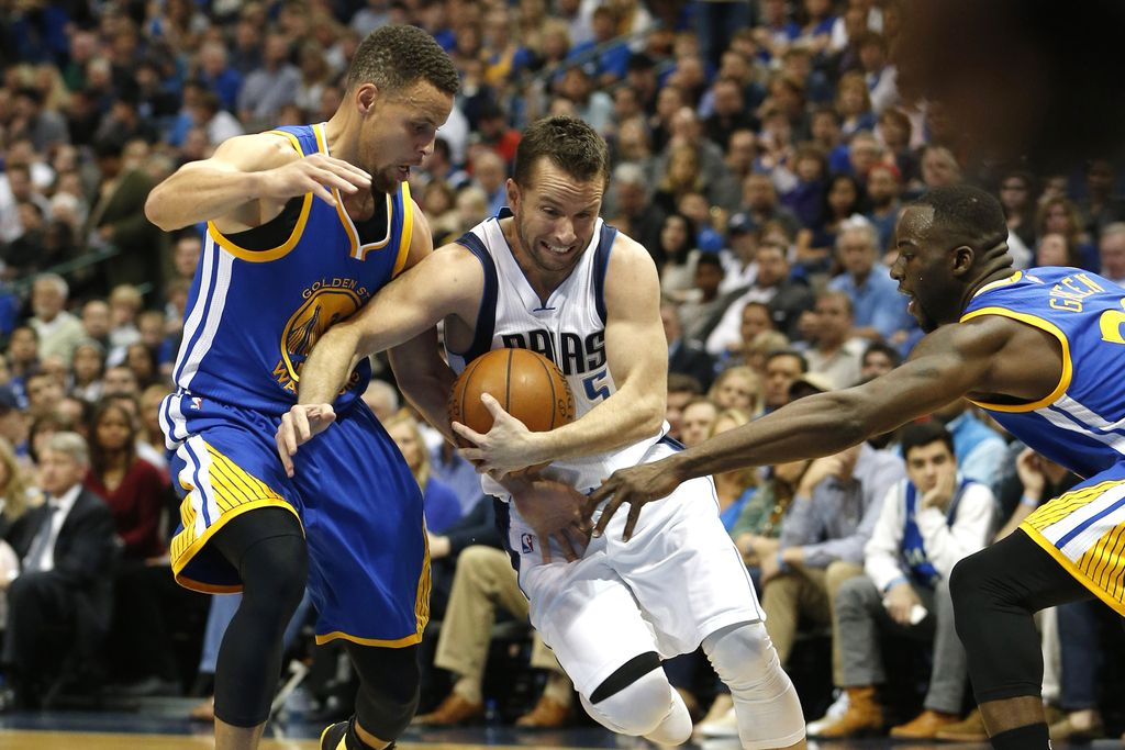 NBA: Curry streljaj od trojnega dvojčka (VIDEO)