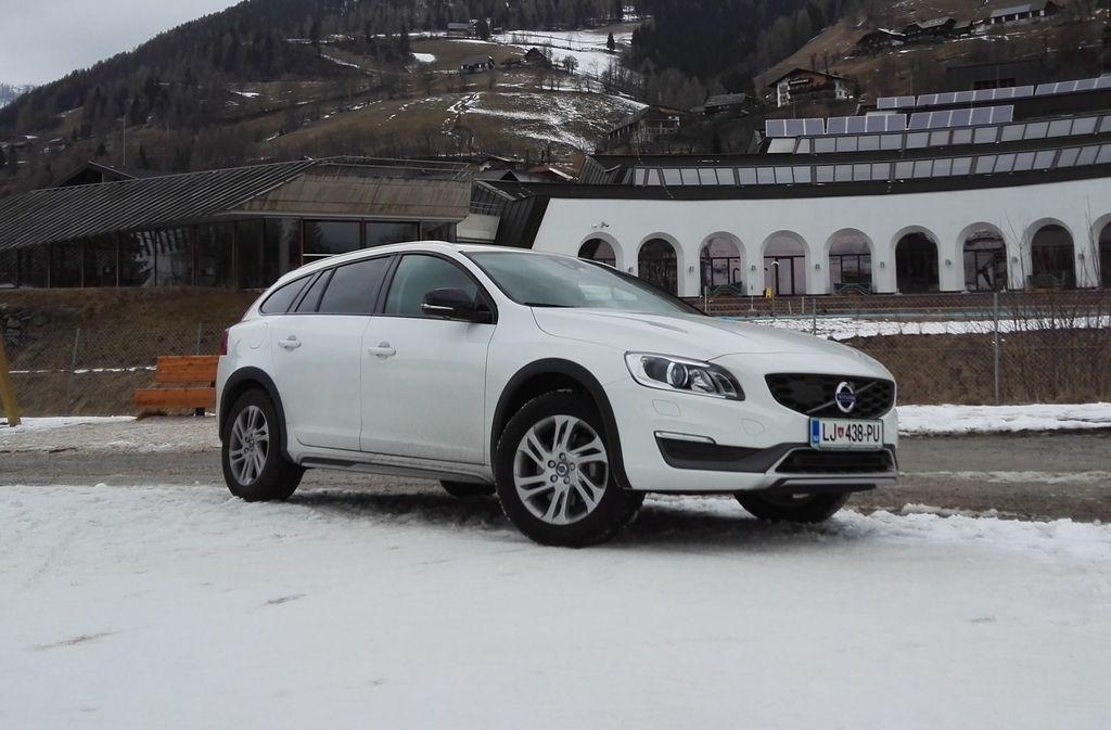 Preizkusili smo:         Volvo V60 cross country D3 momentum
