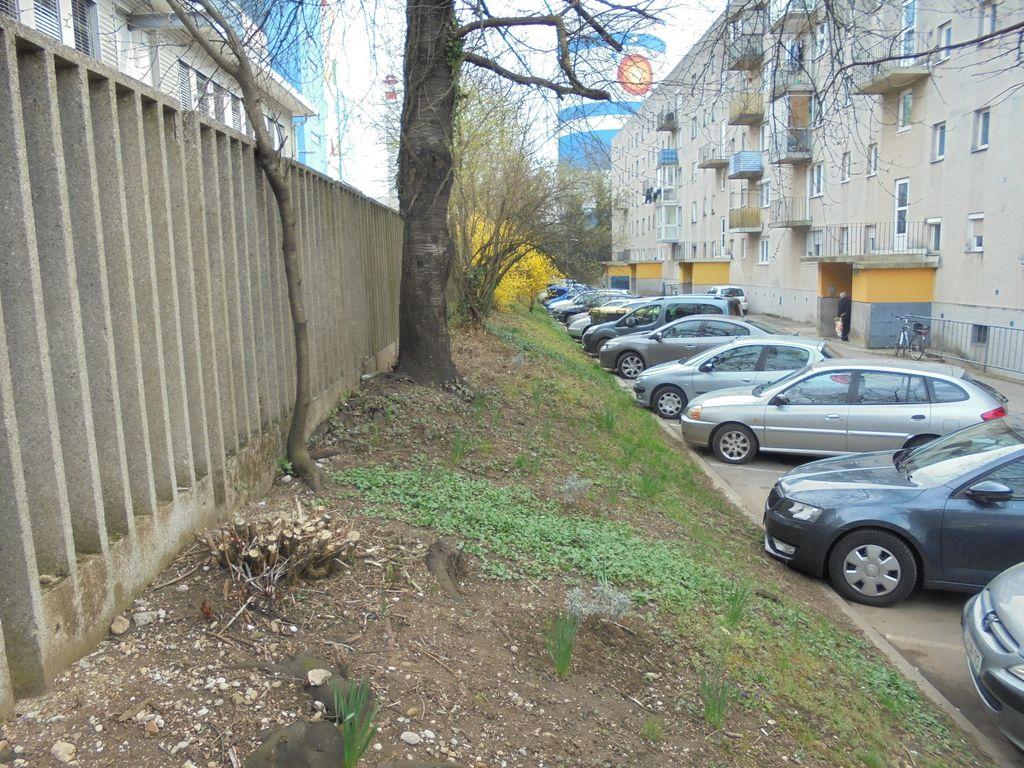 S parkiriščem bi posegli v toplarniški kanal