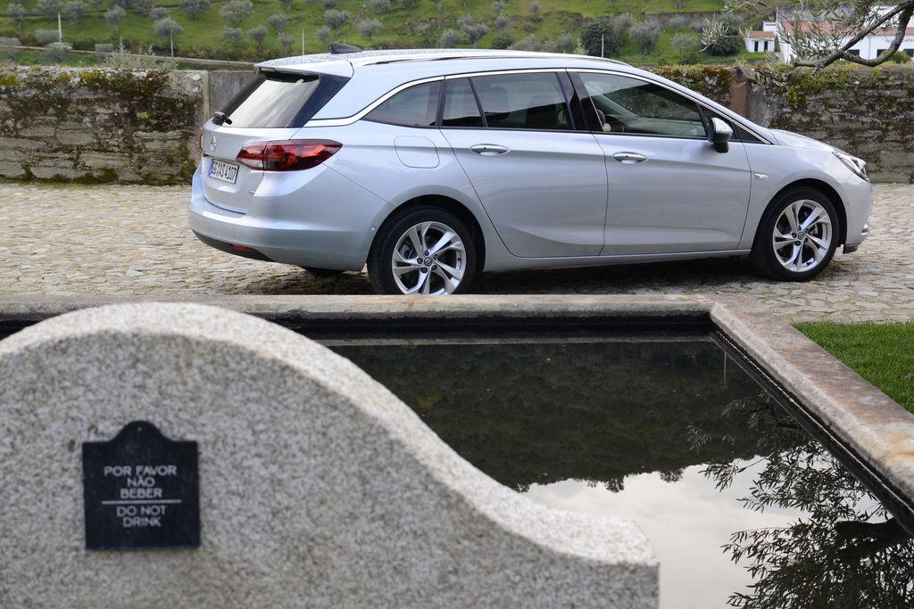 Opel astra sports tourer, karavan kot se šika