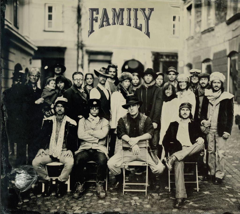 Album tedna: Prismojeni profesorji bluesa, Family