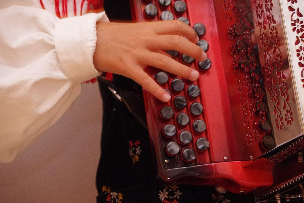 Popkulturni pogovori: Ali bum v narodnozabavni glasbi že popušča?