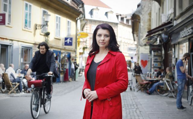 Jelena Aščić, novinarka na RTV Slovenija v Ljubljani, 6. aprila 2016 [Jelena Aščić,novinarji,portreti]