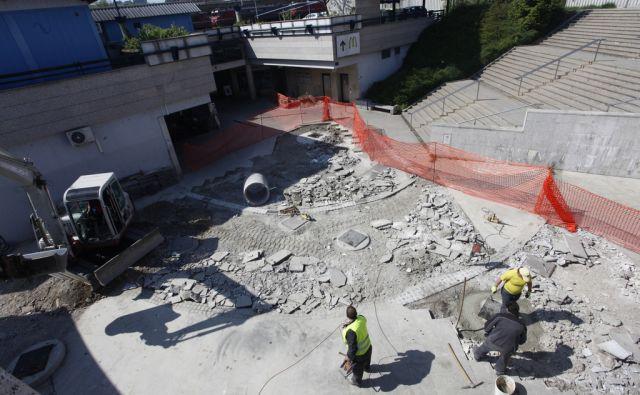 Gradbišče v podhodu železniške postaje, izhod  Vilharjeva. V Ljubljani 20.4.2015[Železniška postaja.gradnja]