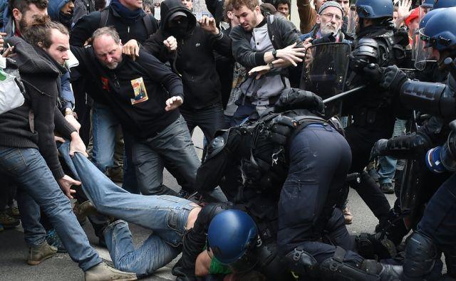 TOPSHOT-FRANCE-POLITICS-LABOUR-PROTEST