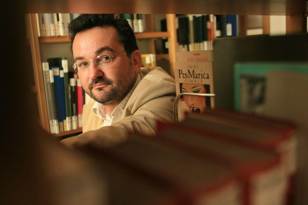 Poslovil se je pesnik in prevajalec Fabjan Hafner