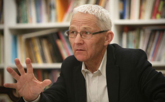 V Društvu slovenskih pisateljev so danes volili novega predsednika. Tone Peršak  med volitvami v prostorih društva v Ljubljani, Slovenija 10.decembra 2014.