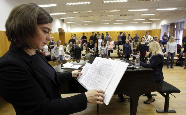 Vaje APZ Akademskega pevskega zbora Tone Tmšič pred nastopom. V Ljubljani 19.5.2016[zbori.Tone Tomšič]