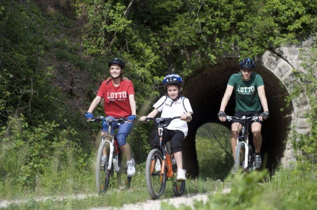 Nedelova kolesarska akcija: Po Krasu in Parenzani