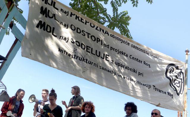 Preprečitev rušenja objektov v tovarni Rog s strani aktivistov,Ljubljana Slovenija 06.06.2016 [Tovarna Rog,aktivisti]