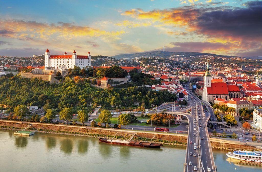 Vandraj: Bratislava − mesto, kjer naletimo na leteči krožnik in UFO