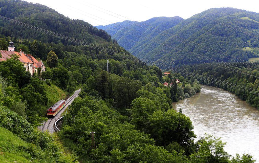 Na progi Vuzenica−Dravograd iztiril vlak