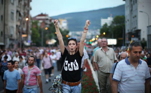 Shod pisane revolucije, gibanja Protestiram in opozicije v makedonski prestolnici. Skopje, Makedonija 20.junija 2016. [protesti,Protestiram,shodi,pisana revolucija,skupine ljudi,mladi,starejši,stisnjene pesti]