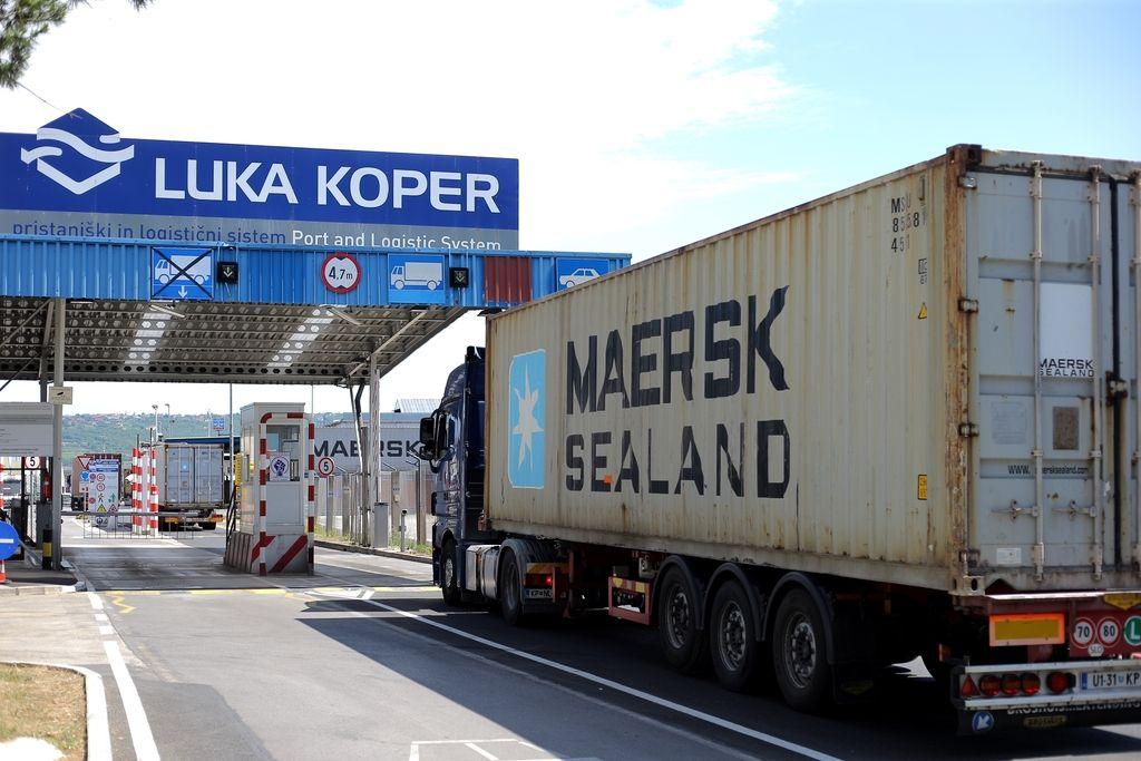 V Luki odpremili okoli 1000 tovornjakov in 500 vagonov