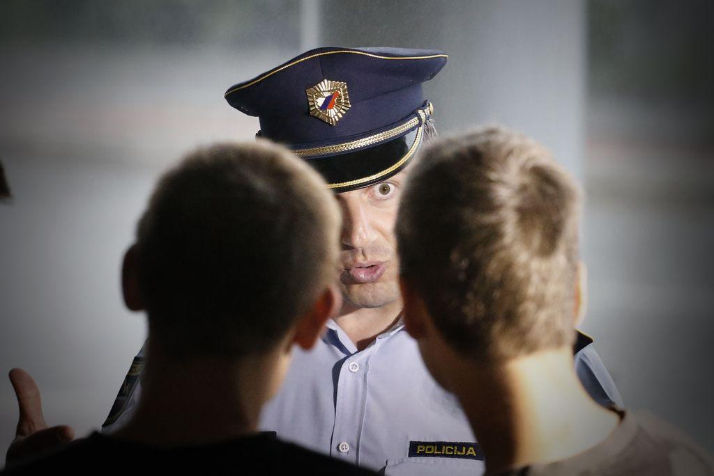 Policisti bi paralizator uporabljali namesto metle