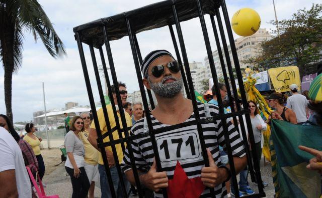 TOPSHOT-BRAZIL-POLITICS-CRISIS-PROTEST