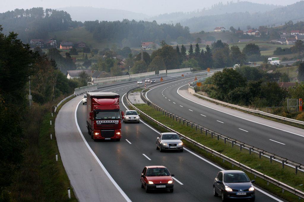 Primorska avtocesta po uničenju razstreliva ponovno odprta