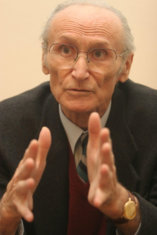 Poslovil se je filozof Ivan Urbančič