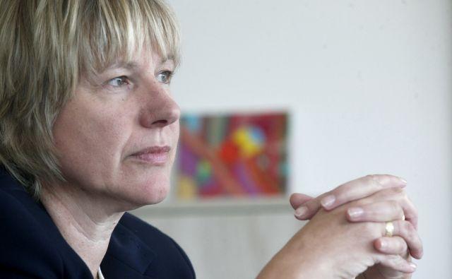 Alenka Smerkolj ministriza za finance in za resor kohezijo in razvoj . V Ljubljani 11.8.2016[ Alenka Smerkoj.vlada]