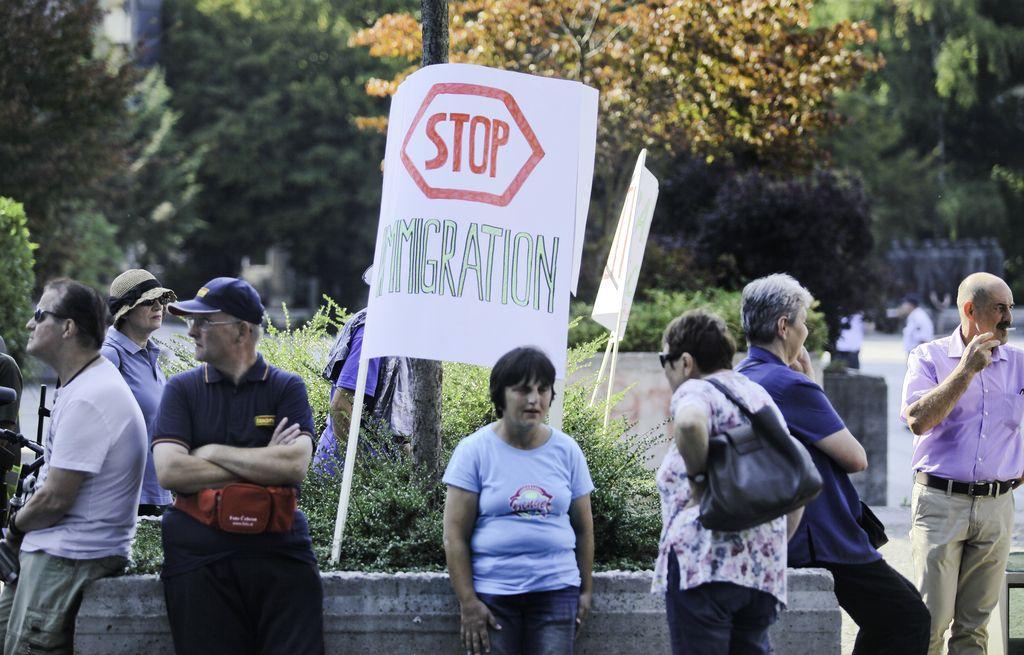 Okoli 100 ljudi v Ljubljani na shodu proti begunskim kvotam