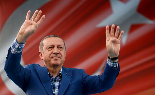 TOPSHOT-TURKEY-POLITICS-CONFLICT-SYRIA