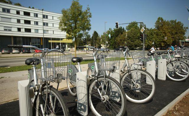 Postaja Bicikelj na križišču Barjanske in Kopačeve ceste. Ljubljana, Slovenija 2.september 2016. [Bicikelj,kolesa,kolesarji,promet,Barjanska cesta,Kopačeva cesta]