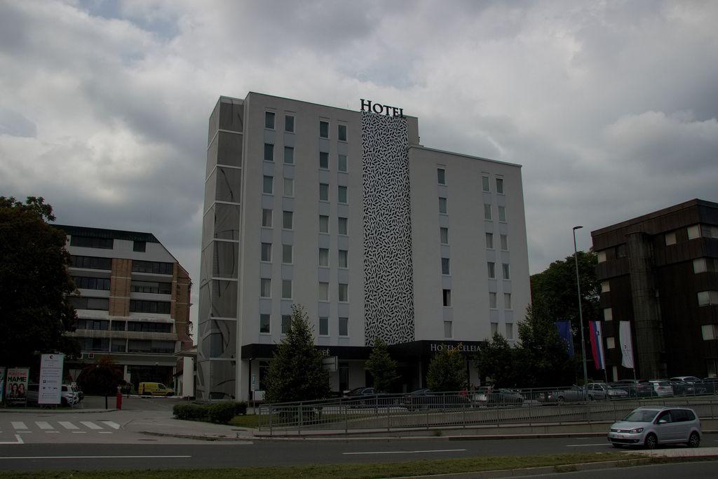Pri Štormanovem hotelu zakopali bojne sekire