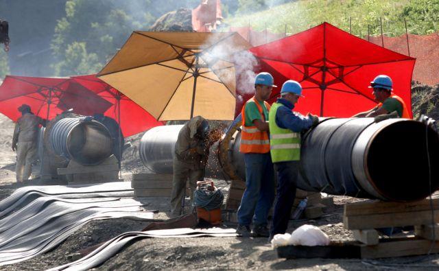 Plinovod,polaganje cevi pri Trojanah,Ljubljana Slovenija 08.08.2013