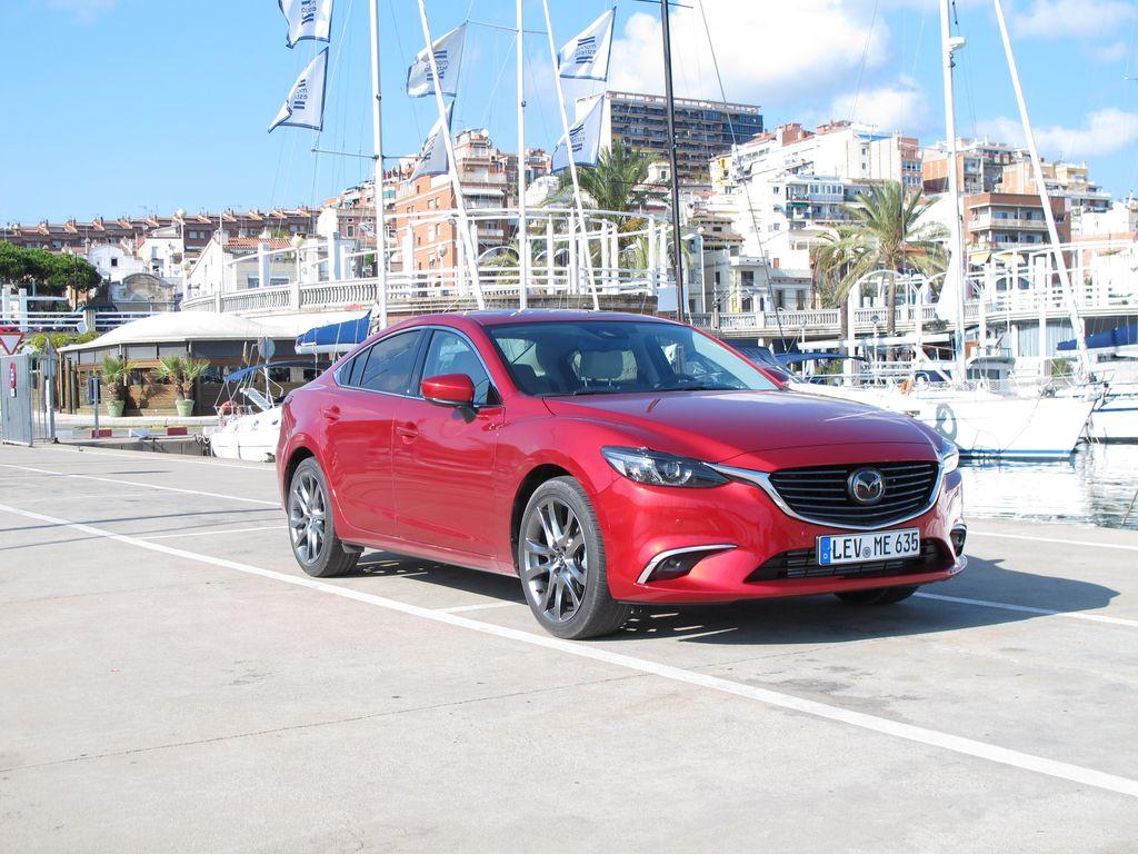Mazda6je bolje povezana z voznikom