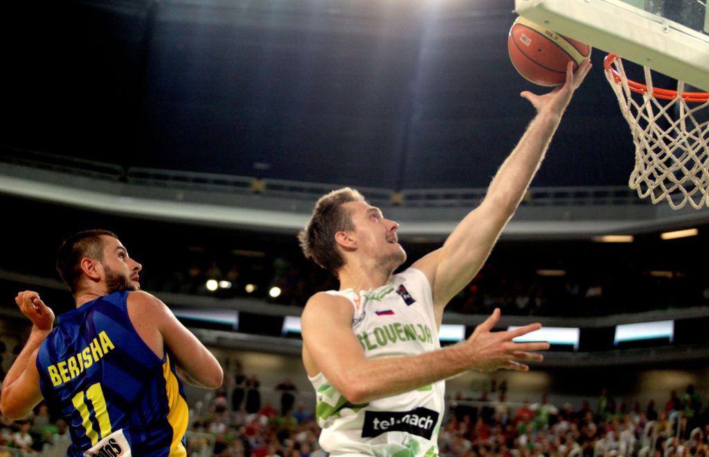 Zoran Dragić z 12 točkami za zmago Efesa