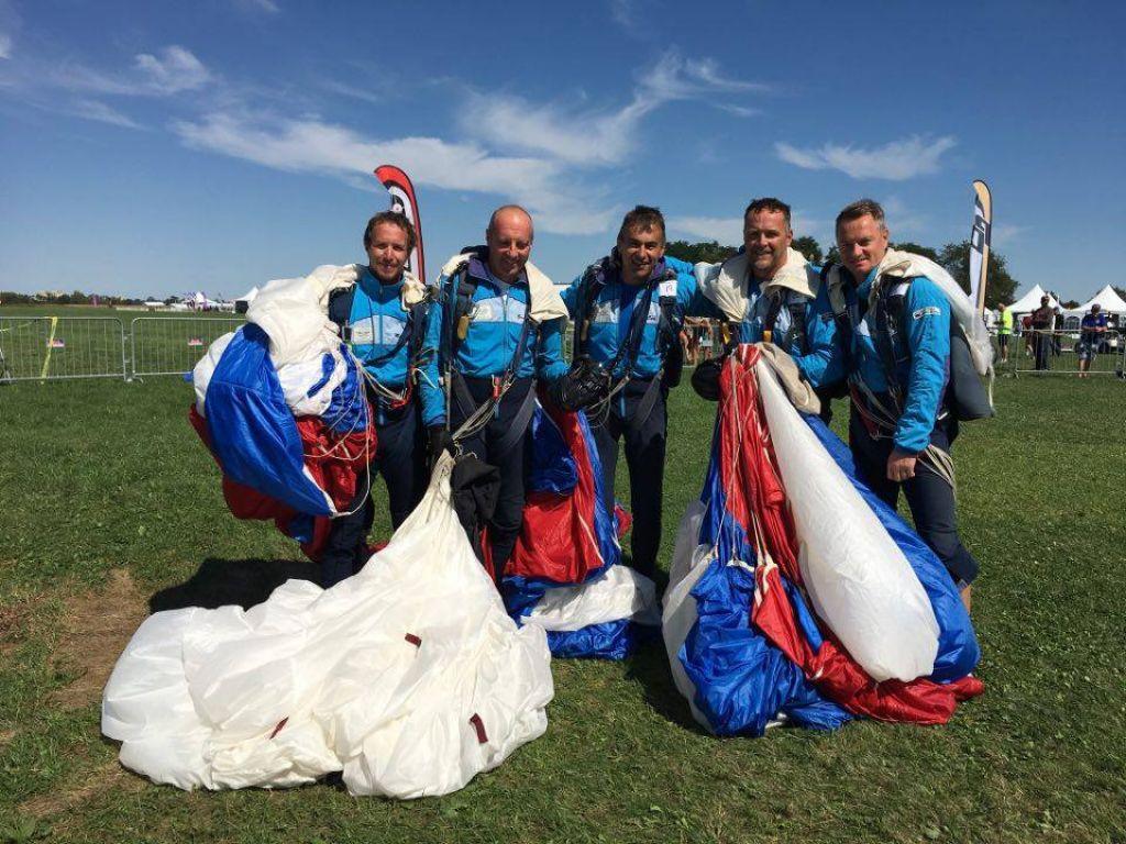 Slovenski padalci svetovni prvaki