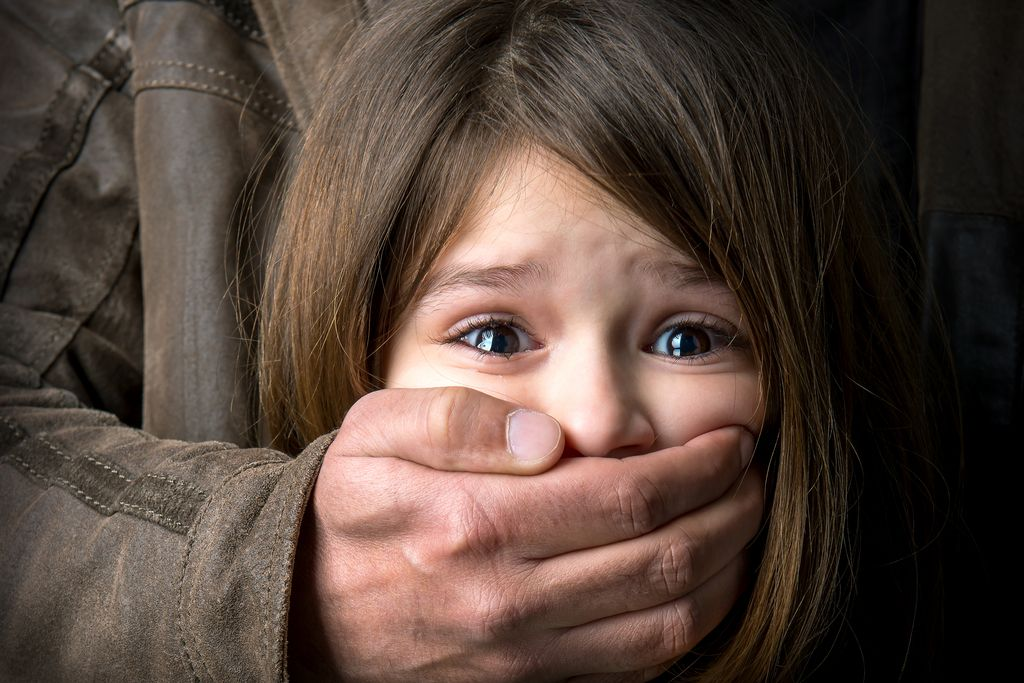 FBI in Europol aretirala 900 osumljenih pedofilov