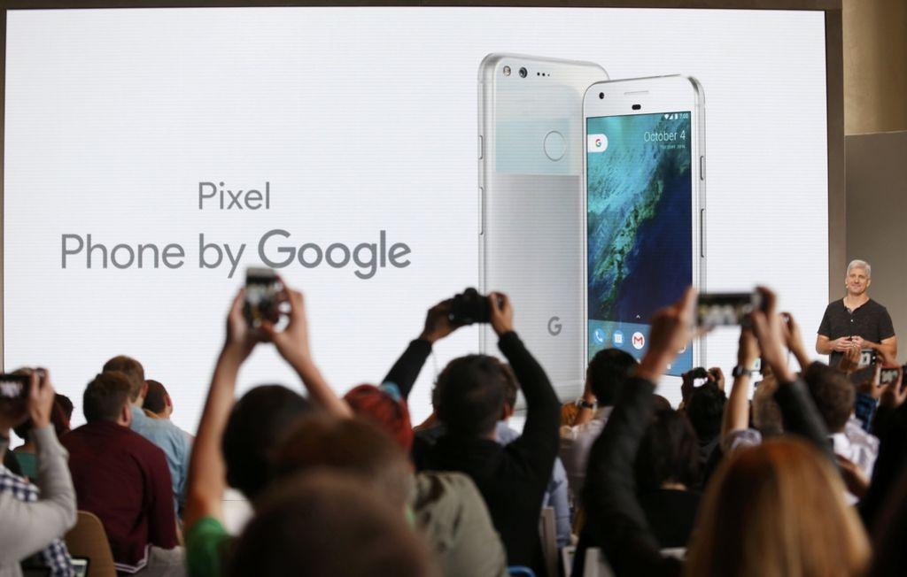 Google po poteh Appla. Je to konec za pametne telefone HTC?