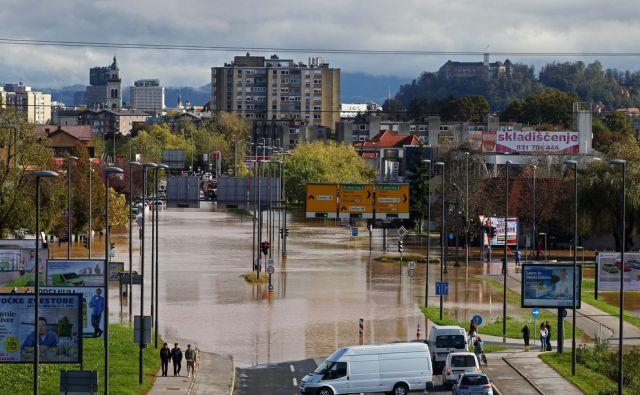 Poplave na Tržaški cesti pri obvoznici 22.oktobra 2014