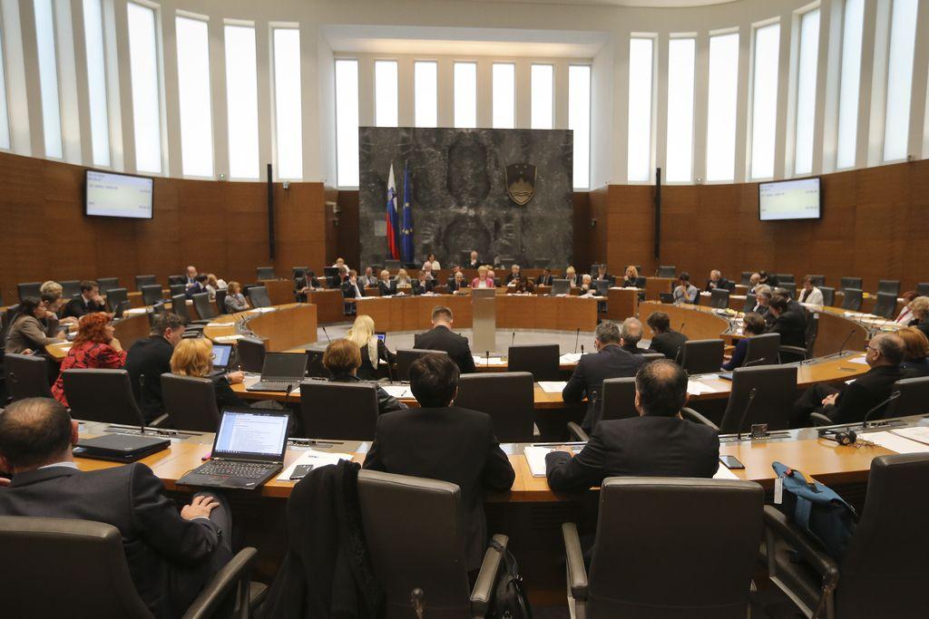 Poslanci podprli ponovno točenje alkohola na športnih prireditvah