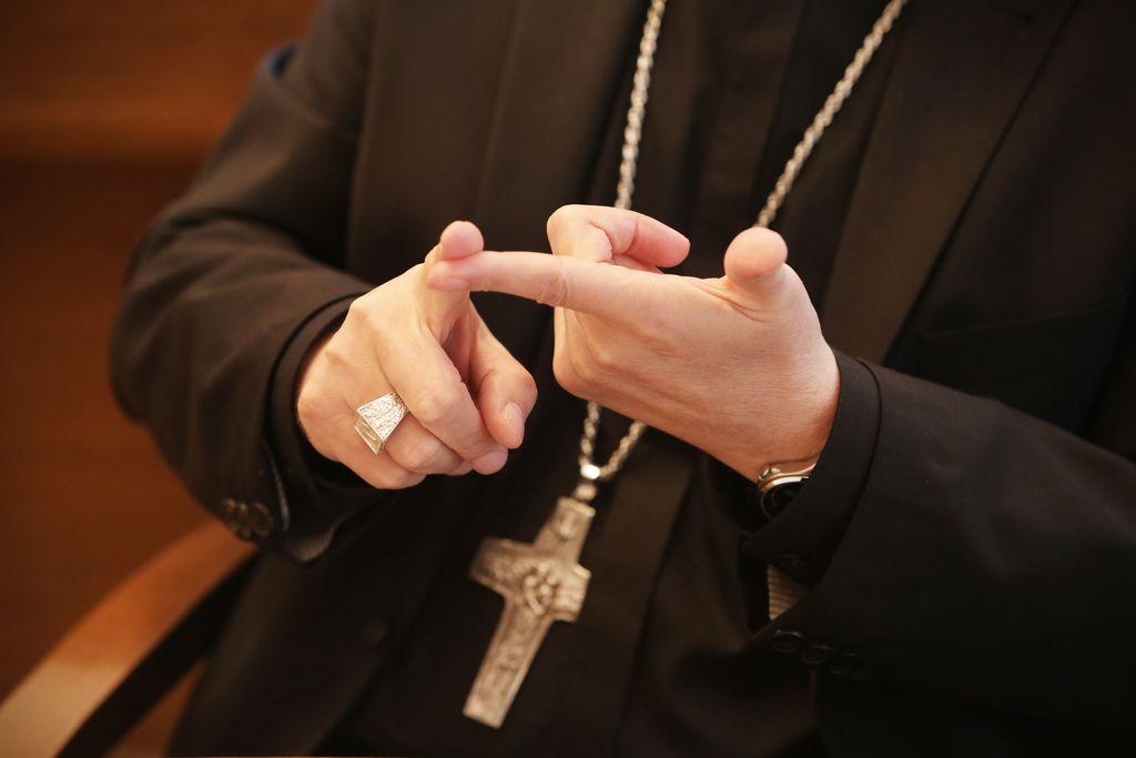Pomisleki: Nepotešljivi pohlep cerkve