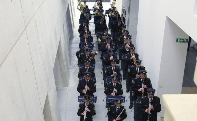 Zaključni performans v sodelovanju s policijskim orkestrom Republike Slovenije v Ljubljani, 29. septembra 2013