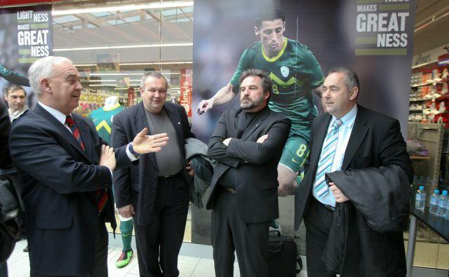 Ljubljana, 03.03.2010, nogometna zveza slovenije je predstavila nove reprezentan?ne drese za nastop v juzni afriki. Na fotografiji: . Foto: Marko Feist