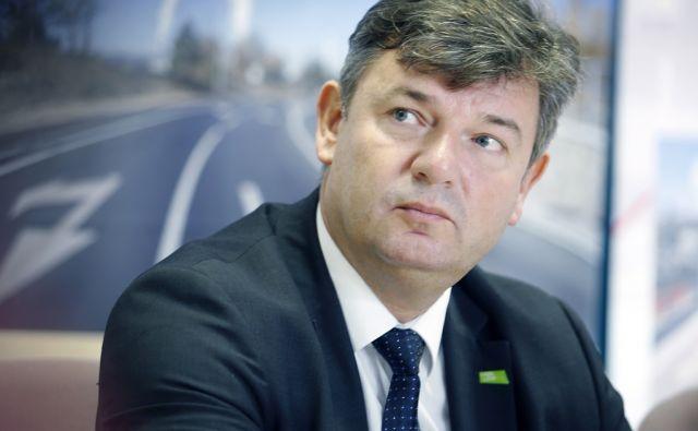 Novinarska konferenca ministra za infrastrukturo Petra Gašperšiča in vodstva Direkcije RS za infrastrukturo, na kateri so predstavili izvedene projekte v okviru kohezijske politike na prometni infrastrukturi v obdobju 2007-2013 in načrte za