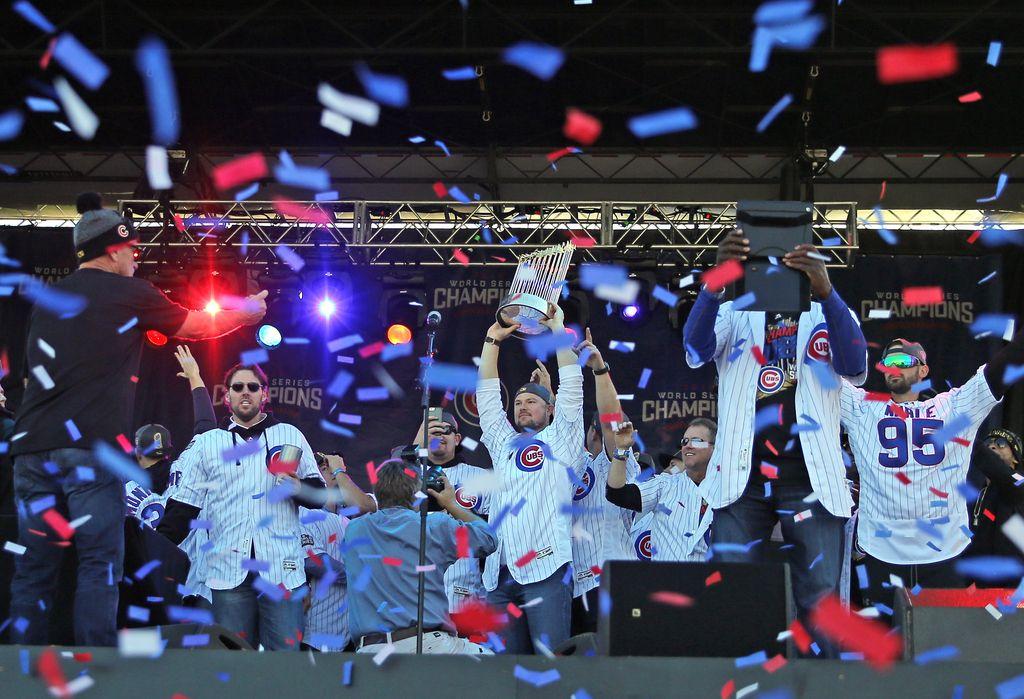Pet milijonov ljudi na paradi bejzbolistov v Chicagu