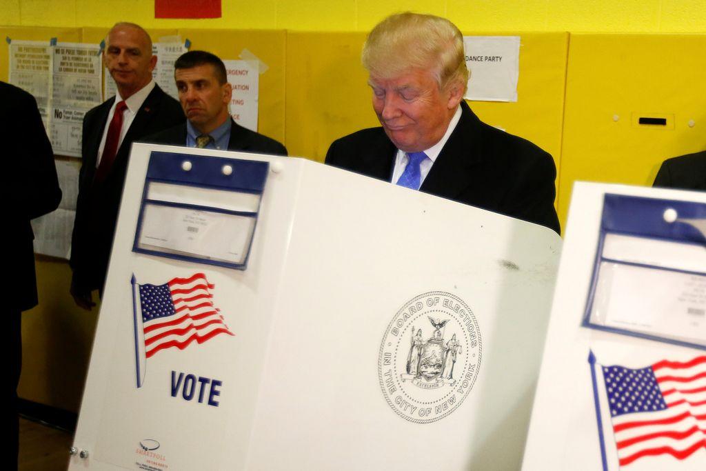 Bralci spletnega Dela bi volili Donalda Trumpa